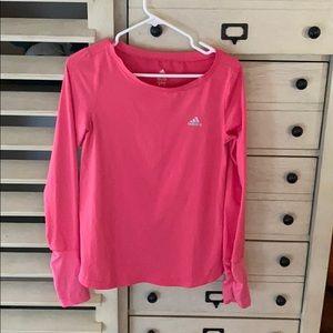 Long sleeved athletic top